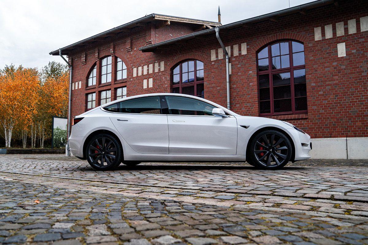 Tesla Model 3 - Seitlich