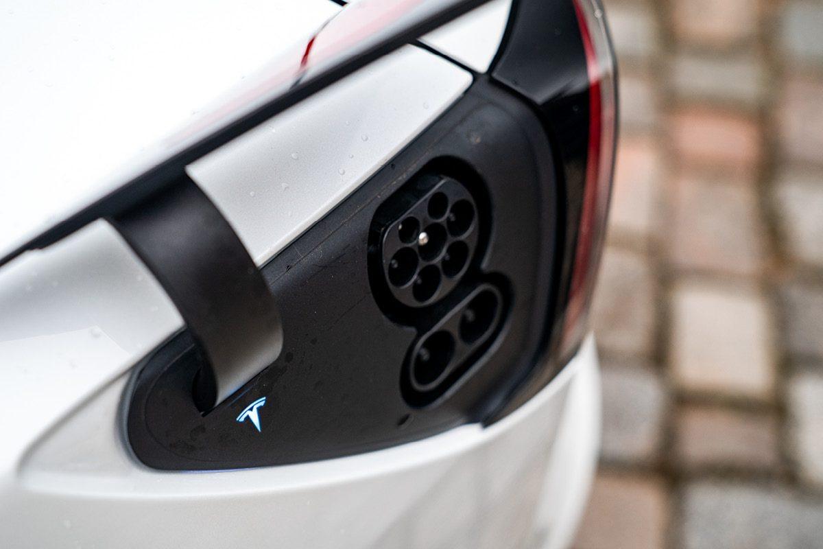 Tesla Model 3 - Charge