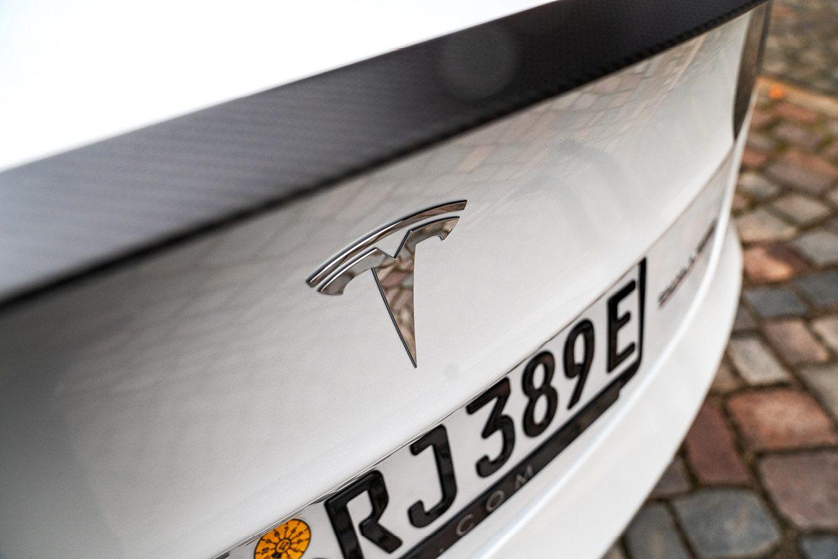 Tesla Model 3 - Logo